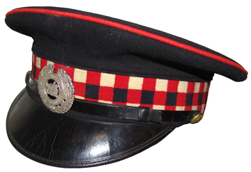 An example of the Argyll Light Infantry cap with diced band and red welt on the crown. This cap, which dates from approximately 1920, was not authorized. Although the ALI had declined to wear the green Light Infantry cap they were authorized to wear this blue cap with a maple leaf band.