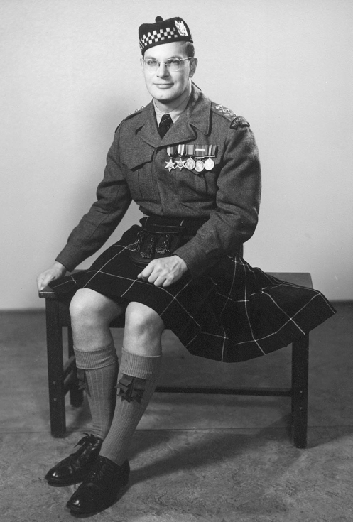 Capt McGowan circa 1950 note the absence of a formation patch. Douglas Tartan tie and diced Glengarry being worn