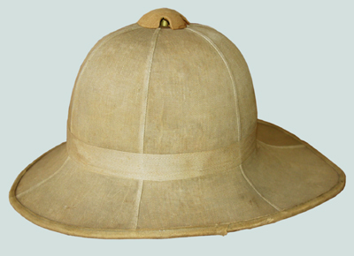 Plain Wolesley helmet, dated 1913 and marked with the Canadian C/Arrow property mark.