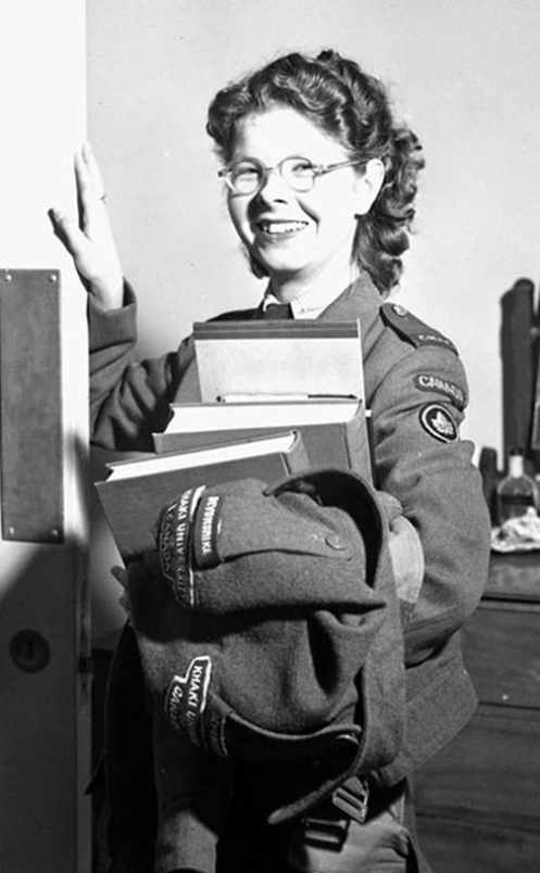 Pte Doreen Exler CWAC Khaki University student in September 1945. LAC